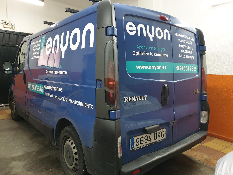 Terminamos la rotulación de dos furgonetas y un coche para ENYON